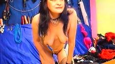 Mature lady kinky nipple play on webcam