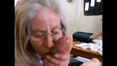 Mature granny gives a blowjob and is fucked