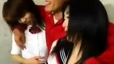 deux japonaises chaudasses baisees ensemble levrette